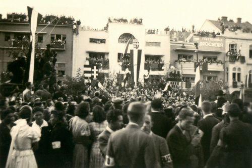 Ünnepség a Splendid szálloda előtt,1940 szeptember.