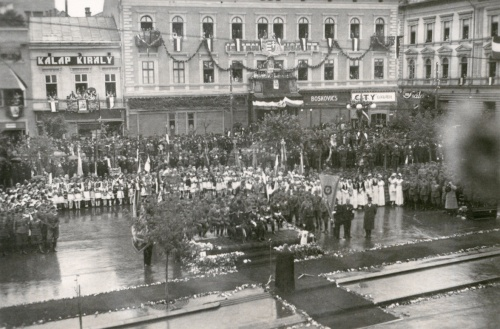 Ünnepség a Transilvánia előtt (középen a kormányzó),1940 szept.16.