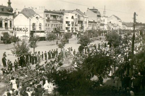 Magyar honvédek bevonulása tehergépkocsikon,1940 szeptember 10.