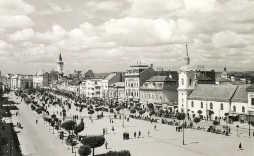 Marosvásárhely:Főtér,jobbra a ferenc-rendi barátok temploma,1943.