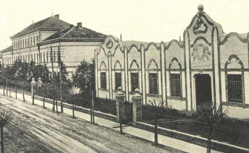Sándor János utca:Ipari iskola és szecessziós Közműhely (magyar cimerrel),1912.