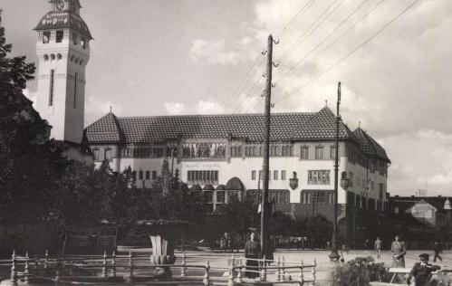 Városháza,Kultúrpalota,szökőkút és jobbra az evangélikus templom,1939.