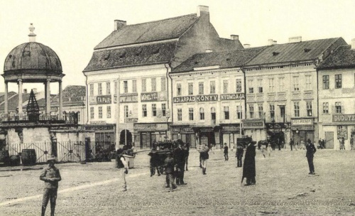 Zenélő-kút,Apolló palota és Lábas-ház a Dudutz sarokkal,1905-ben.