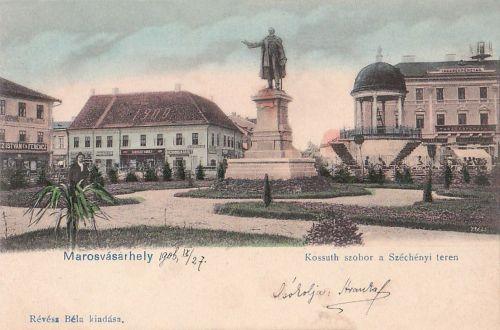 Kossuth szobor,felavatták 1899-ben, jobbra a zenélő Bodor kút 1904