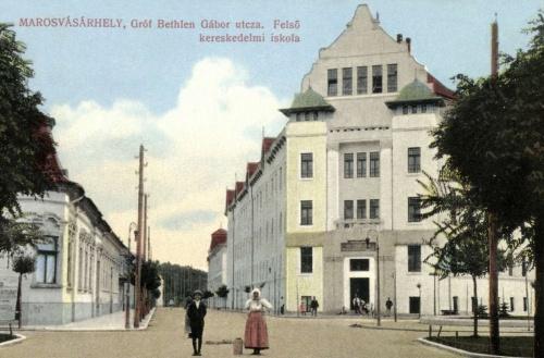 Széchenyi István Felső Kereskedelmi iskola a Bethlen Gábor utca felől nézve,1915.