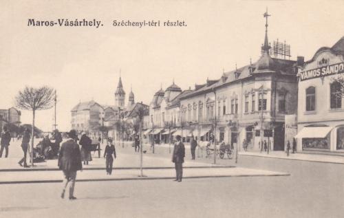 Jobbra Vámos Sándor úri divatcikkek és különlegességek áruháza,1915.