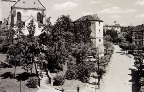 Vártemplom,régi lépcső,nyilvános WC,jobbra a Nyerges palota,1940-ben.