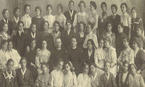 Marosvásárhely:Szent Ferenc-rendi zárda növendékei,1909.