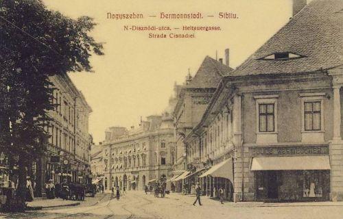 Nagyszeben:Nagydisznódi utca,jobbra Wermessher Gyula üzlete.1908