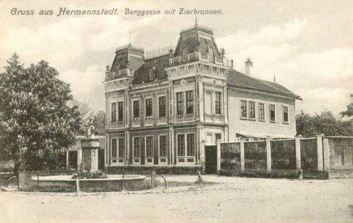 Nagyszeben:Hegy utca a diszkúttal.1914