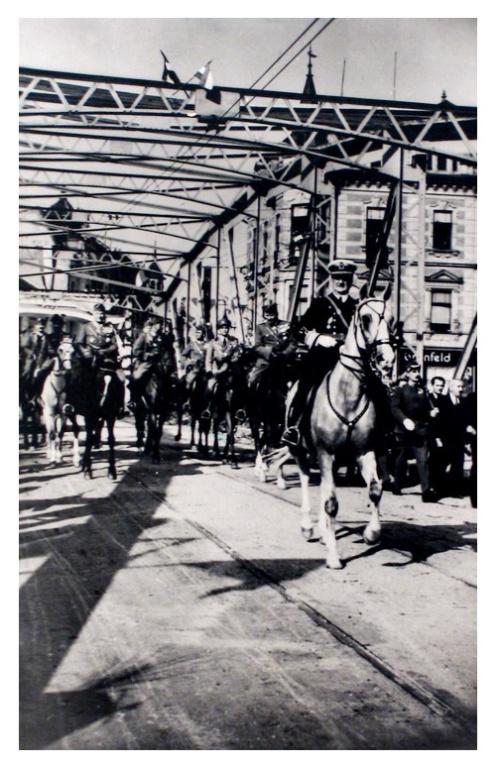 Nagyvárad:Horthy Miklós a hidon.1940