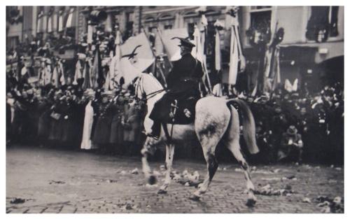 Nagyvárad:Horthy Miklós kormányzó bevonulása fehér lovon.1940