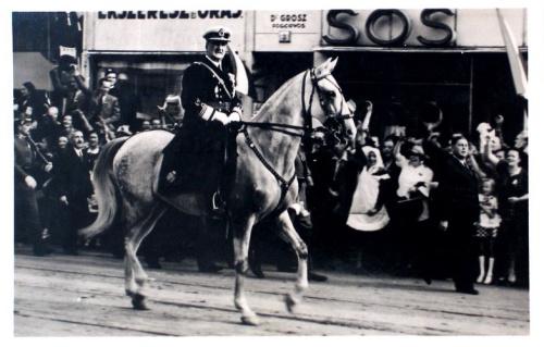 Nagyvárad:Horthy Miklós fehér lovon.1940