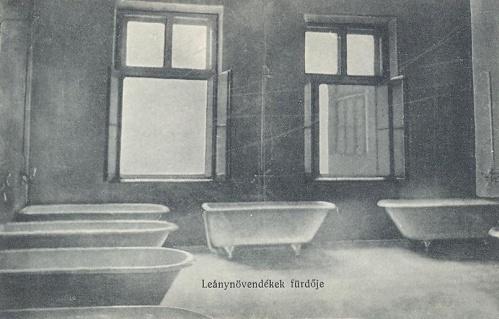 Nagyvárad:leánynövendékek fürdője.1914