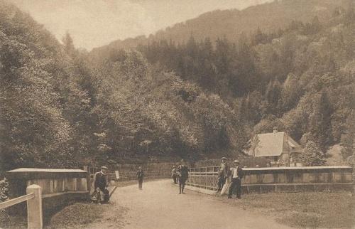 Ojtozi szoros:látkép a hiddal.1915