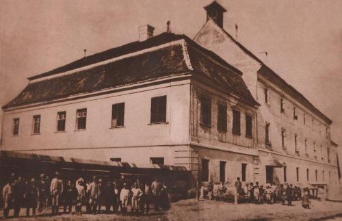 Marosvásárhely egyik legrégebbi fotója:református kollégium,1865 körül. (fényképezte báró Orbán Balázs).