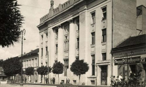 Petry család hús fióküzlete a régi posta mellett,1932-ben.
