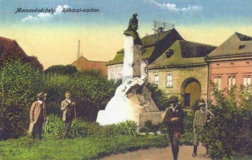 1907-ben felavatott Rákóczi szobor,a városban kiáltották ki Erdély fejedelmévé. .1916