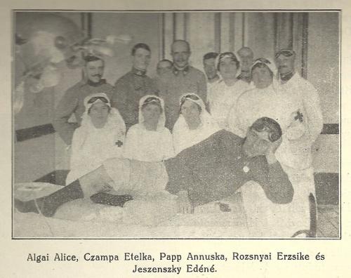 Katolikus gimnáziumi kórház,röntgen kezelés a vöröskereszt ápolónőivel,1914.