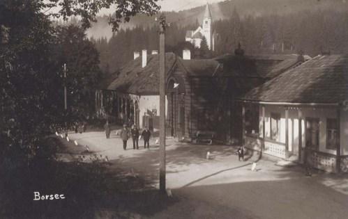 Borszék:középen a Lázár fürdő,felette a katolikus templom.1929