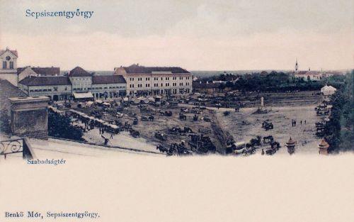Sepsiszentgyörgy:Szsabadság tér a piaccal.1903