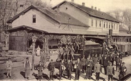 Székelykocsárd:állomás,pályaudvari pincérek,csendőr,1903.