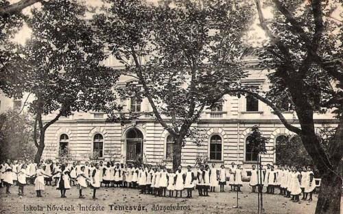 Temesvár,Iskola Nővérek Intézete:udvar. 1911