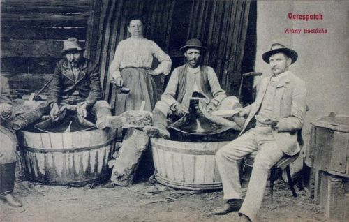 Verespatak:arany tisztitása.1908