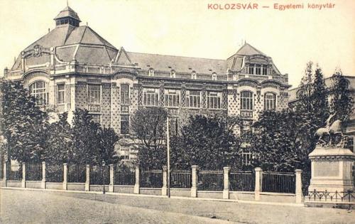 Kolozsvár:Egyetemi Könyvtár,jobbra a Szent György szobor.1910