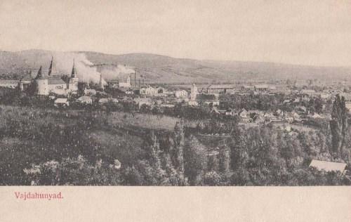 Vajdahunyad:látkép a várral és a gyárakkal.1905