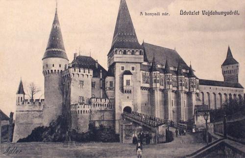 Vajdahunyad:vár bejárata a hiddal.1914