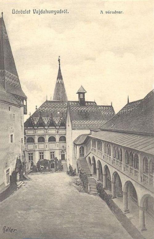 Vajdahunyad:a vár udvara szép tetőzettel.1912