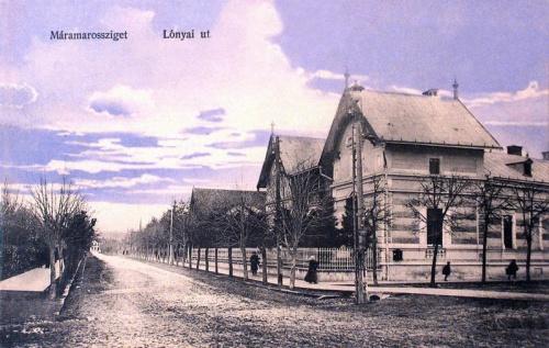 Máramarossziget:Lónyai út a vasútállomás felé.1911