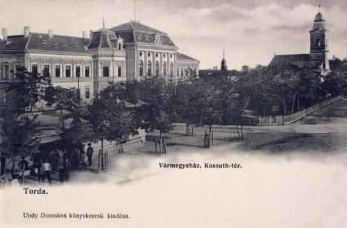 Torda:Kossuth tér,Vármegyeháza és régi református templom.1904