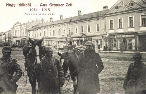 Máramarossziget:magyar és német katonák a főtéren,1915.