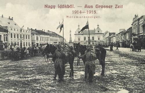 Máramarossziget:német katonák a zsákmányolt orosz zászlókkal,1915.