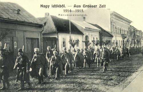 Máramarossziget:hadifogságba menetelő orosz katonák,1915.