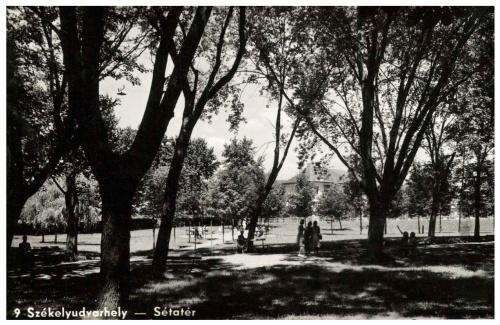 Székelyudvarhely:sétatéri részlet,1941.