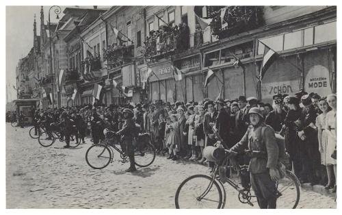 Szatmárnémeti:magyar kerékpáros hadosztály felvonulása.1940