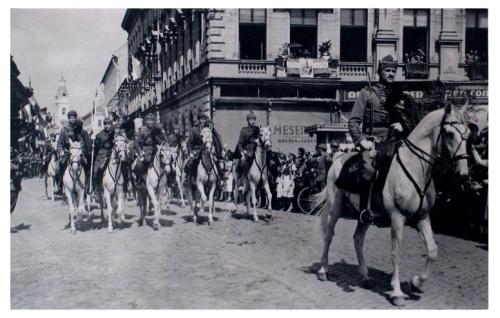 Szatmárnémeti:lovas huszárok bevonulása.1940