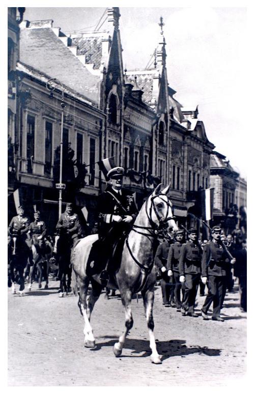 Szatmárnémeti:Horthy Miklós kormányzó fehér lovon.1940