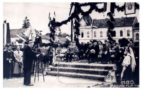 Szászrégen:beszéd Horthy Miklós előtt.1940