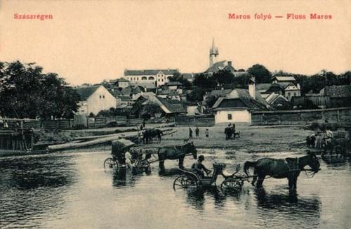 Szászrégen:Maros part hintókkal.1909