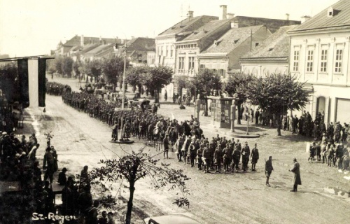 Szászrégen:magyar honvédek felvonulása,1940 szeptember 10.