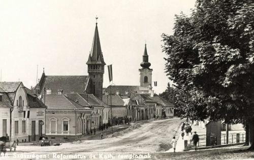 Szászrégen:református és katolikus templomok,1942.