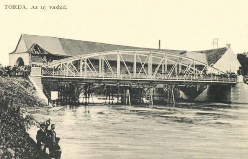 Torda:az új vashid (felavatása) és a régi fahid,1910k.