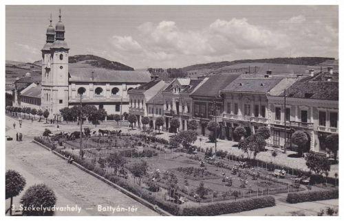 Székelyudvarhely:Batthyány tér a katolikus templommal.1940