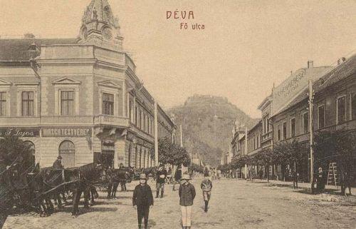 Déva:balra Hirsch testvérek üzlete,jobbra Fehér Kereszt szálloda.1908