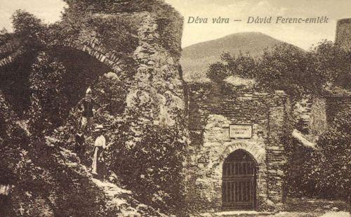 Déva:Dávid Ferenc unitárius püspök emléke a várban,1916.