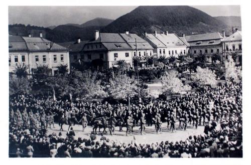 Nagybánya:gyalogosok felvonulása.1940